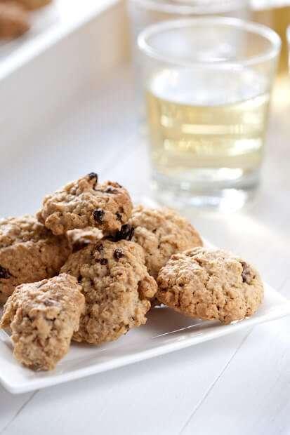 Raisin oatmeal cookies   insimoneskitchen.com
