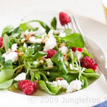 Raspberry goatcheese salad | insimoneskitchen.com