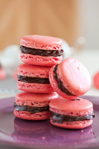 Macarons with chocolate filling | insimoneskitchen.com