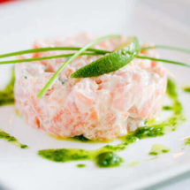 Salmon tartar with arugula oil