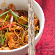 Sticky kip met chili noodles | insimonesk.wpengine.com