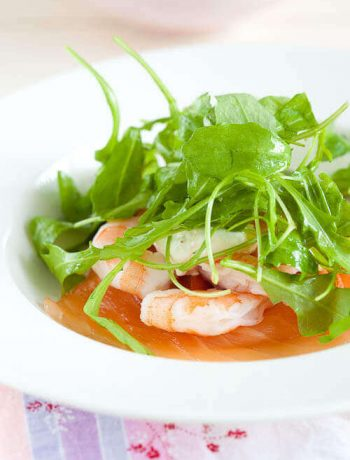 Smoked salmon with prawns, horseradish cream and lime vinaigrette | insimoneskitchen.com