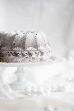Bundt cake with roasted marzipan | iinsimoneskitchen.com