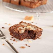 Almond brownies with amaretto | insimoneskitchen.com