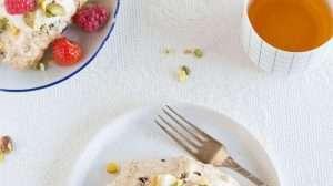 Chocolate meringue cakes with pistachio | insimoneskitchen.com