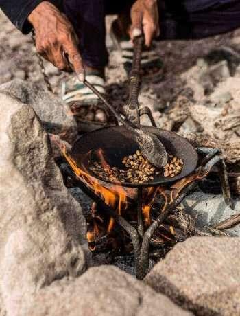 Making coffee the bedouin way | insimoneskitchen.com