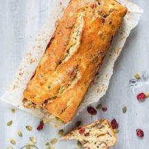 Delicious banana cake with cranberries | insimoneskitchen.com