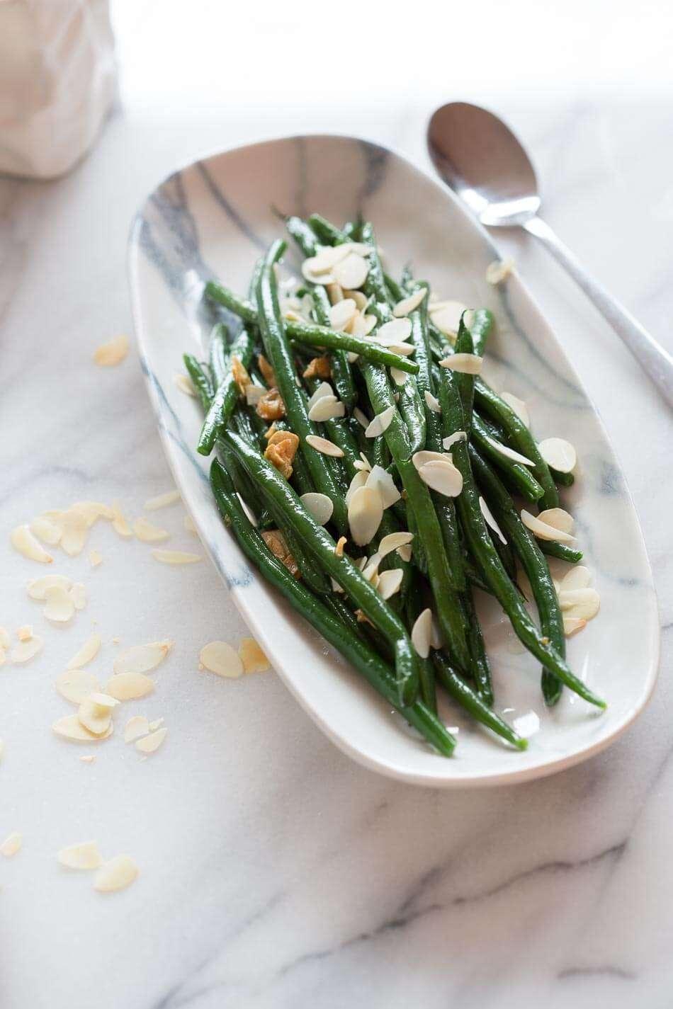 Garlic green beans with almonds slivers | insimoneskitchen.com