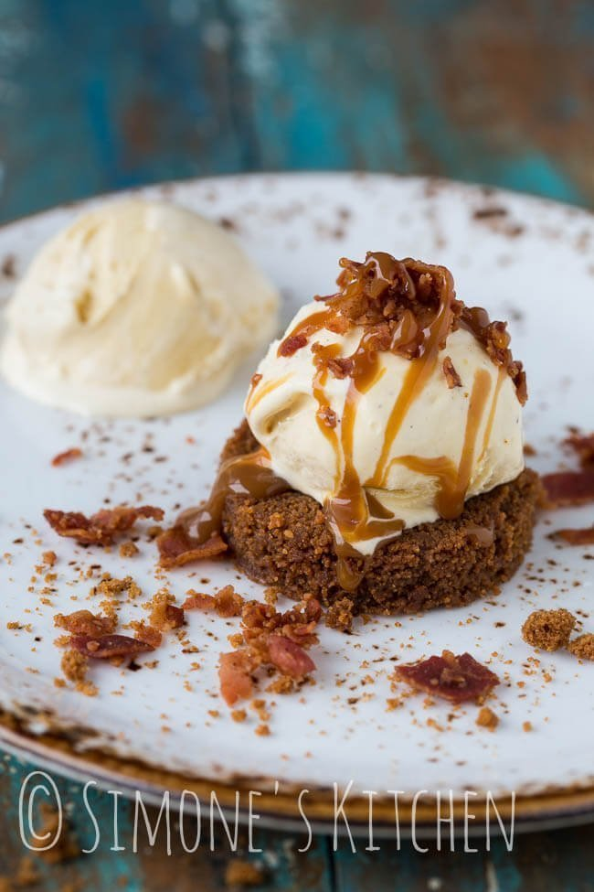 Delicious and quick dessert with bacon and caramel sauce | insimoneskitchen.com