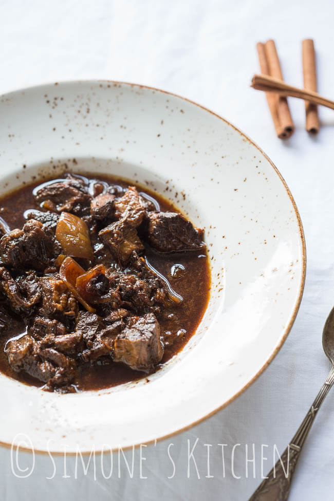 Slowcooker recipe with beef and cinnamon | insimoneskitchen.com