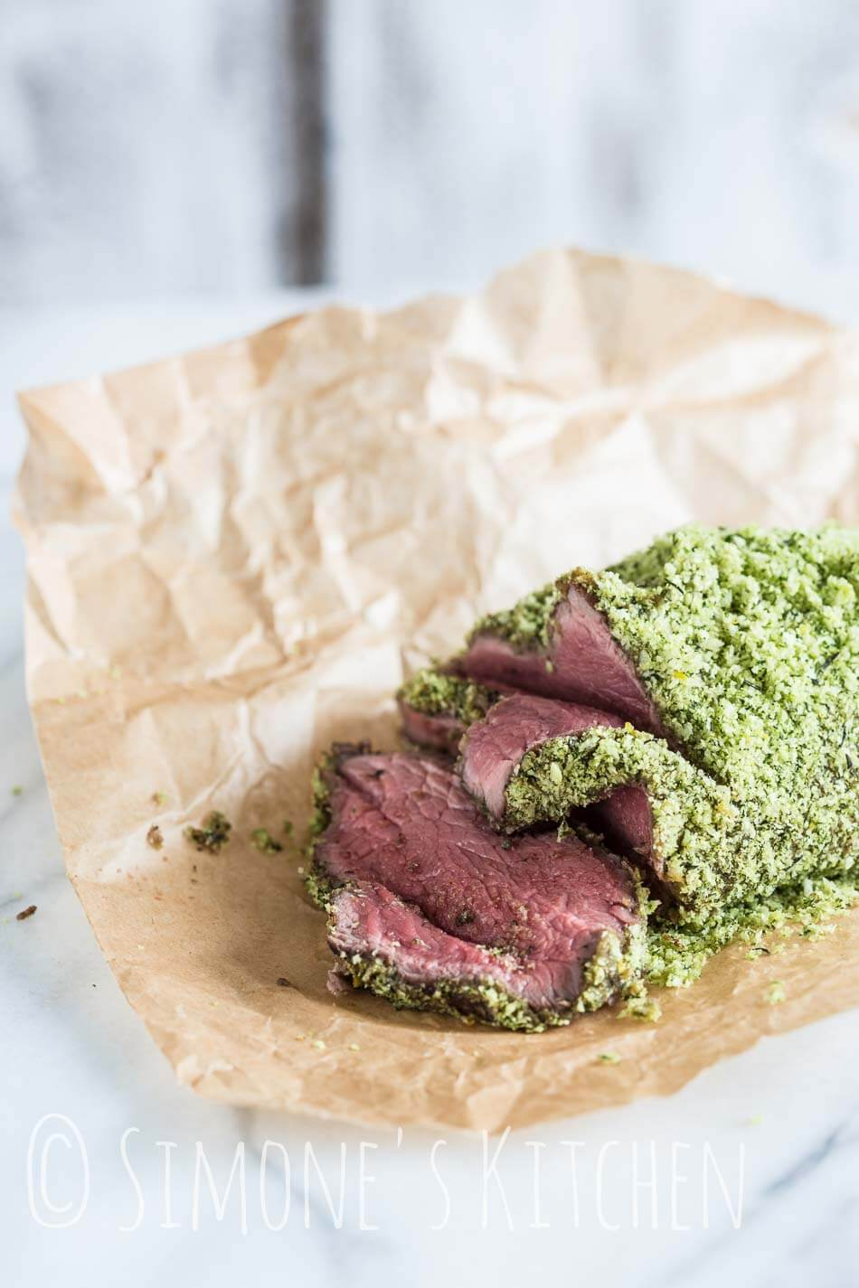Roastbeef with a herb crust | insimoneskitchen.com