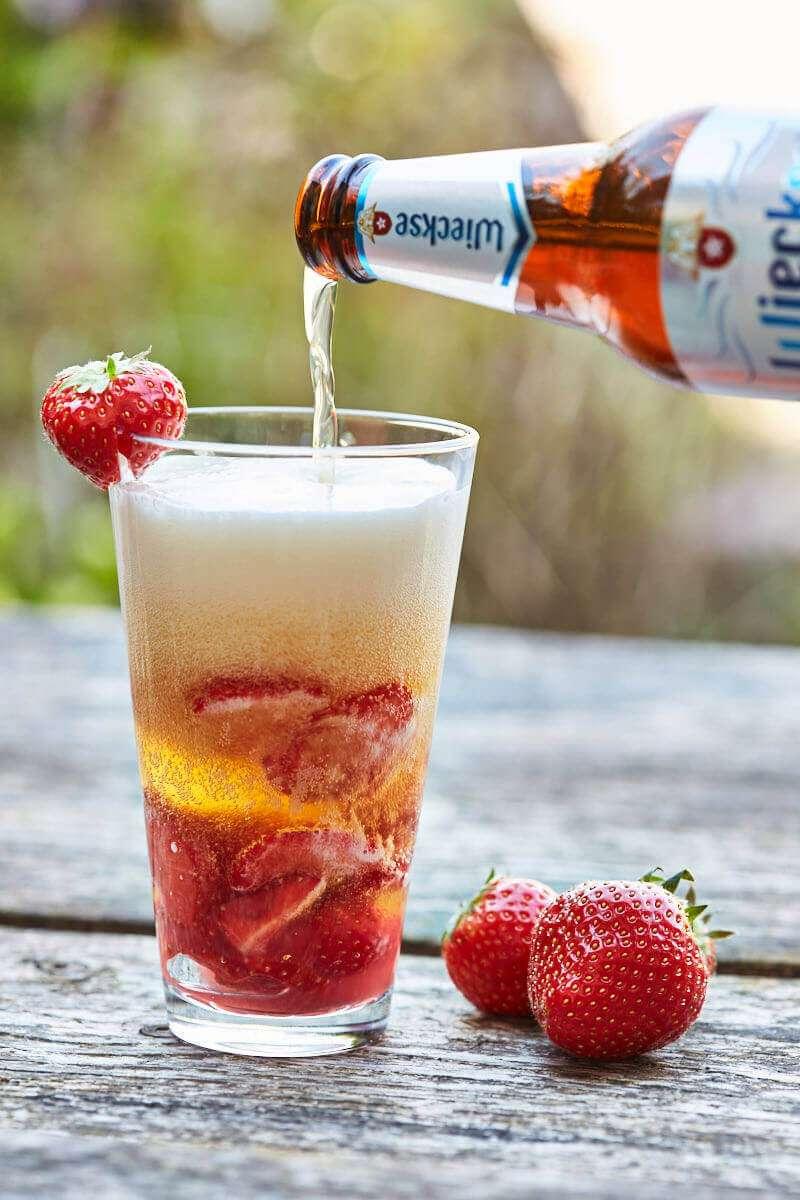 Strawberry beer cocktail | insimoneskitchen.com