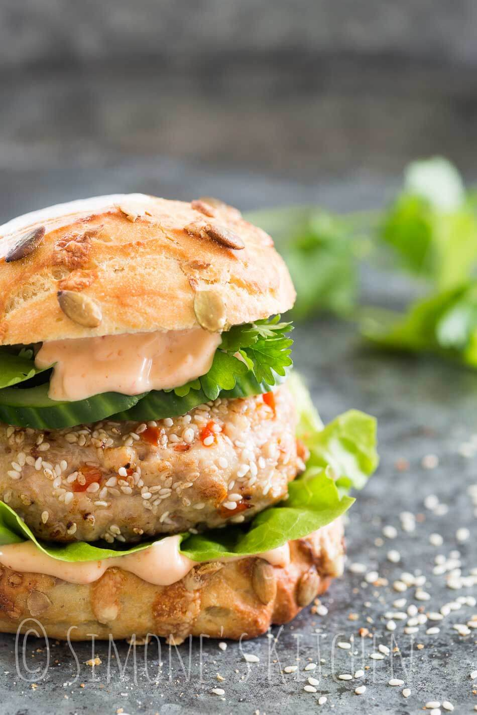 Spicy asian chickenburger with chili mayo | insimoneskitchen.com