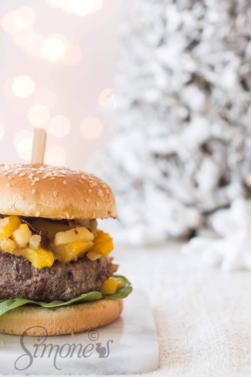 Christmas burger with mango chutney | insimoneskitchen.com