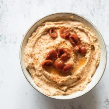 Roasted garlic hummus with sundried tomatoes | insimoneskitchen.com
