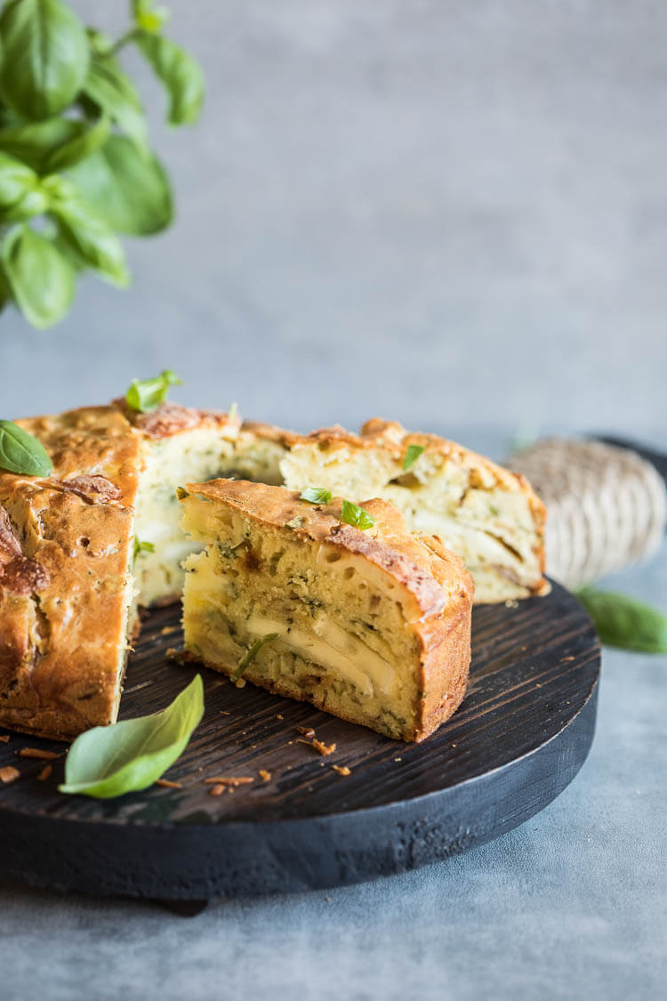 Onioncake with basil and brie | insimoneskitchen.com